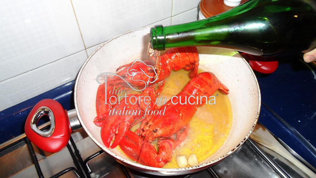 Astice in padella per spaghetti con l'astice