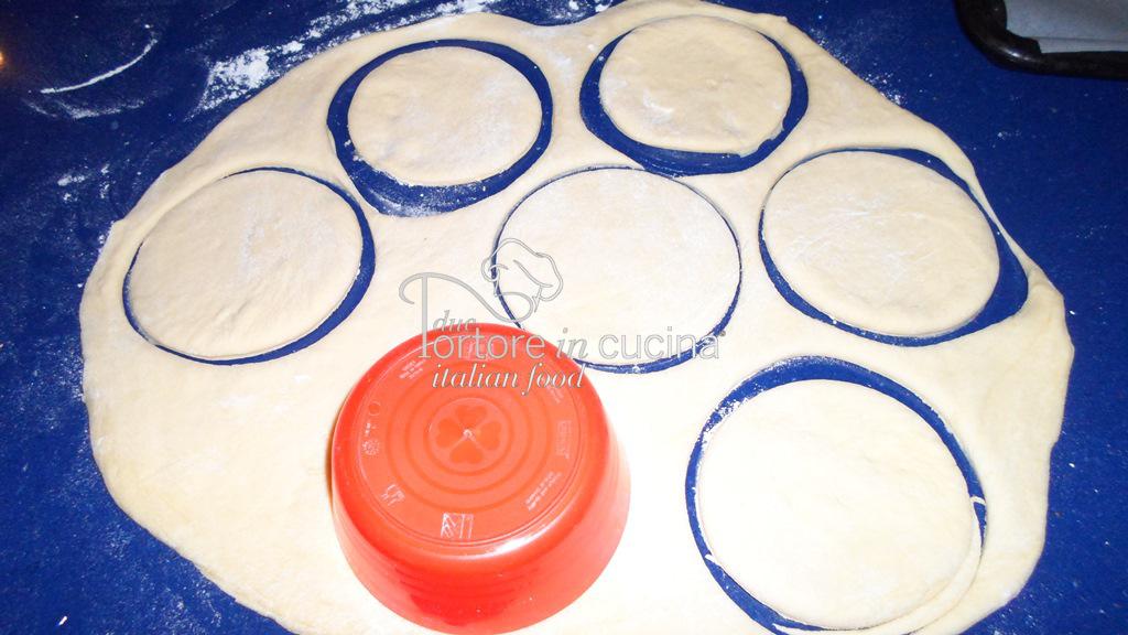dischi di pasta brioche per Mini parigine con scarole