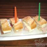 Mini panini di baguette al prosciutto