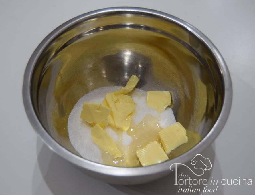 Burro, zucchero e uova per cantucci alle mandorle