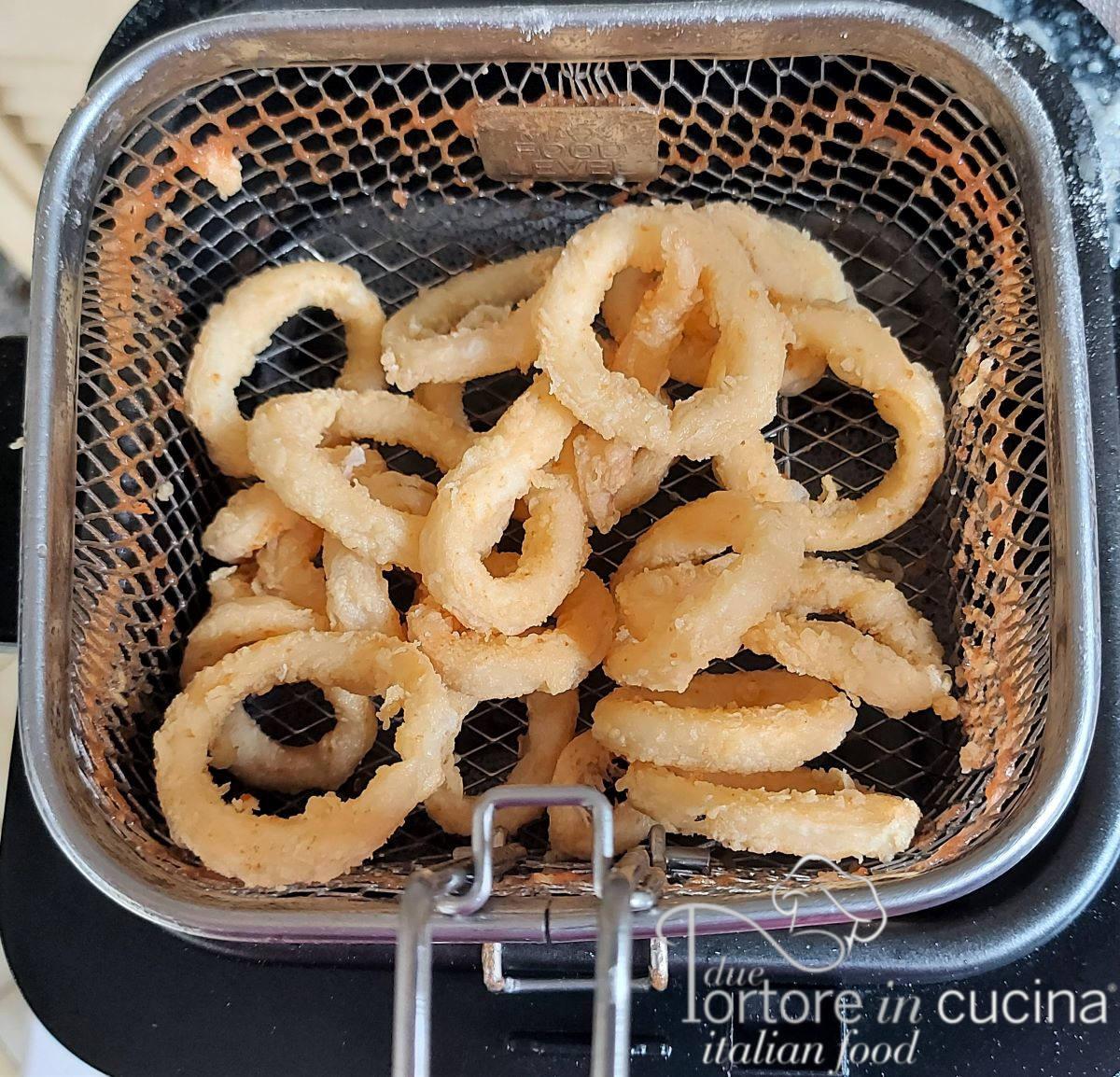 Anelli di calamari fritti per Frittura di calamari e gamberi